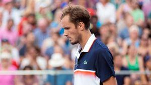 Медведев с Демолинером проиграли в 1/8 финала парного турнира в Мадриде