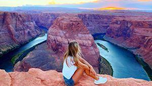 Ефимова посетила «подкову» реки Колорадо и посидела на краю каньона: видео