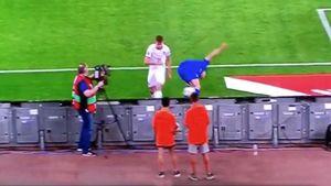 Игрок сборной Италии Барелла отправил внокдаун болбоя вовремя матча