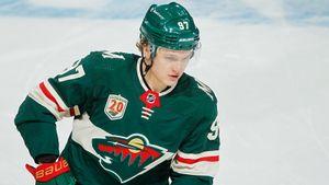 Капризов украсил невзрачный матч победной передачей. Русский новичок НХЛ продолжает идти за «Колдером»