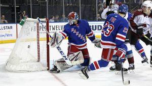 НХЛ началась для русского вратаря скошмара. Шестеркин собрался, выдал крутой период ипобедил