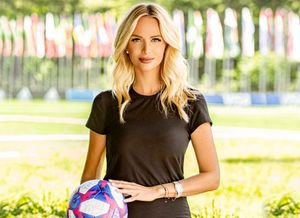 «В Турции у меня огромное количество фанатов». Виктория Лопырева посетила игру турецкого топ-клуба
