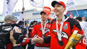 «Радовались, как будто выиграли Кубок Гагарина». Как «Авангард» отпраздновал лучший сезон за 7 лет