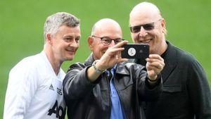 Джоэл Глейзер обратился к болельщикам, которые призывают его продать «Манчестер Юнайтед»