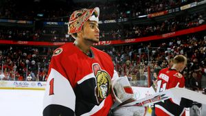 Последняя овация для погибшего вратаря. Клуб НХЛ трогательно почтил память бывшего голкипера