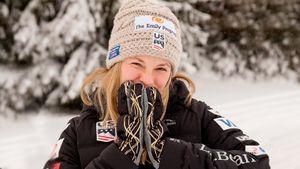 Американская лыжница поставила рекорд по выгрузке инвентаря из поезда. Русским носильщикам так слабо