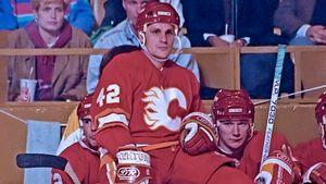 Крутой гол советского хоккеиста Макарова в НХЛ. Он эффектно обыграл великого защитника Стивенса в 1990-м: видео