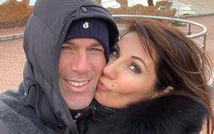 Редкое фото Зинедина Зидана: его поцелуй с женой был опубликован в журнале L'Équipe 26 лет назад