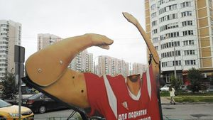 В Подольске неизвестный поджег алюминиевую фигуру Дзюбы. Видео