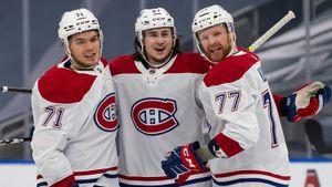 Русский талант Романов уже забивает в НХЛ! После гола на арене в Канаде показали его деда Билялетдинова