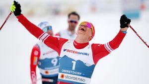 Большунов впервые в жизни чемпион мира. Он сумел убежать от всей сборной Норвегии и заставил плакать свою девушку