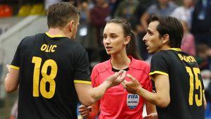 «Было жарко!» Судившая финал Кубка Легенд девушка высказалась оскандальном матче сучастием России