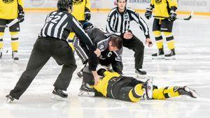 Крутой кулачный бой хоккеистов российской вышки. Эти парни вернут вас вхоккей 90-х