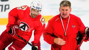 Дацюк начал сезон КХЛ как будто ему 30, а не 42. Но канадский тренер Питерс зря верит в состарившегося форварда