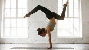 Простые и эффективные упражнения для молодости тела: перевернутые позы в йоге и фитнесе