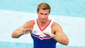 На ОИ-2004 русского гимнаста Немова скандально засудили. Зрители свистели 10 минут и вынудили поменять оценку