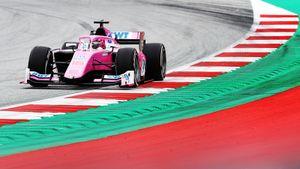 Россиянин Маркелов разбил болид в первой гонке Формулы-2 в Венгрии
