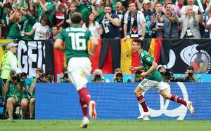 Мексиканцы захватили «Лужники» иобыграли Германию. Импомогла оргия перед вылетом в Россию