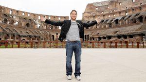 Благодаря карантину Тотти исполнил мечту: погулял по центру Рима и фоткался, как турист. Раньше было нереально