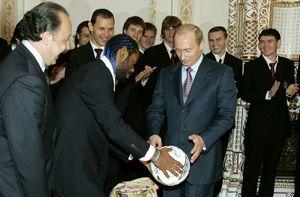 «Когда я взял мяч и посмотрел на Путина, все испугались». Вагнер Лав рассказал о встрече с президентом России