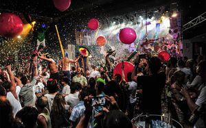 Игроки сборной Мексики перед ЧМ-2018 устроили вечеринку с 30 проститутками