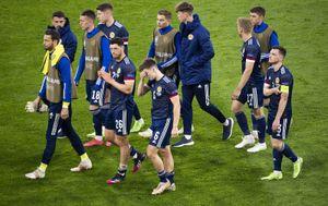 Сборная Шотландии ни разу не вышла в плей-офф на крупном турнире. Она 11 раз выбывала на групповом этапе ЧМ и ЧЕ