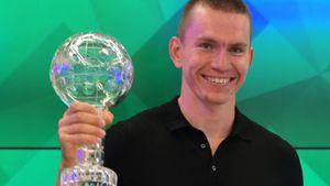 Большунову вручили Большой хрустальный глобус за победу в общем зачете Кубке мира: фото