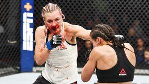 Русской девушке из UFC сломали нос, но она выиграла бой. Попробуй сказать, что ее день — 8 марта