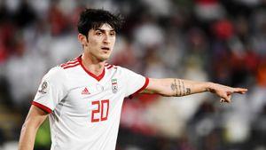 Азмун жестом помог вратарю сборной Ирана взять пенальти. Тот уже тащил удар Роналду