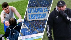 Фанаты «Динамо» высмеяли вылет команды из еврокубков в баннерах. Фото победы бело-голубых над «Ахматом»