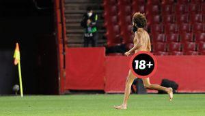 Голый мужчина выбежал на поле во время матча Лиги Европы «Гранада» — «Манчестер Юнайтед»: видео