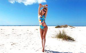 Российская легкоатлетка пропускает сезон, но покоряет пляжи. Она бомбически красива