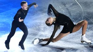 Щербакова каталась под трек из «Голодных игр», Коляда завоевывал сердца дам. Гала-вечер чемпионата России: видео