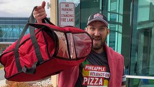 Овечкин удивил обычную американскую семью, заказавшую пиццу. Ови сам ееприготовил идоставил: видео