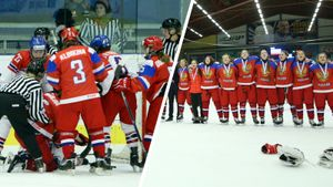 Международный скандал с русскими хоккеистками. Гимн России освистали после массовой драки на чемпионате мира: видео