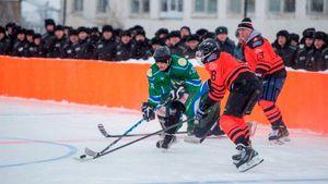 «Вокруг хоккейной коробки отряды зэков иколючая проволока». Звезды спорта иТВсыграли втюрьме