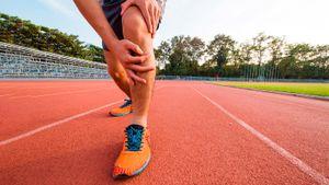 Хруст в коленях и локтях — опасен ли он? Отвечают эксперты
