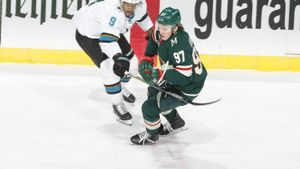 Что творится с Капризовым? Новая русская звезда НХЛ не может забить в четырех матчах подряд