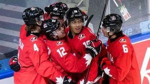 Канада легко расправилась с соперником, который обыграл Россию. Хозяева МЧМ не заметили чехов и шагнули в полуфинал