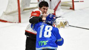 Топ-клуб КХЛ пролил кровь в Астане, но вырвал победу. «Авангард» выиграл матч, «Барыс» — дивизион