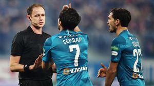 «Зениту» неправильно засчитали гол и не поставили пенальти в его ворота. Во 2-м туре судейских скандалов еще больше