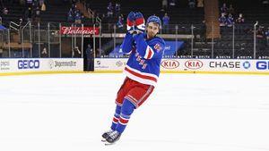 Русский хоккеист Бучневич в день рождения оформил хет-трик в НХЛ, установив рекорд «Нью-Йорк Рейнджерс»