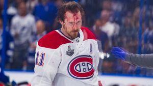 Пустил кровь, ударив головой об лед. Русский защитник Сергачев уложил соперника эффектным приемом из дзюдо: видео