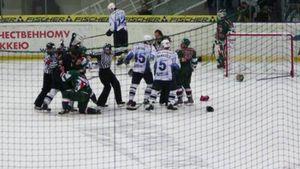 Скандальная драка в российском хоккее. Украинца Шахрайчука пинали ногами за атаку на игроков «Ак Барса»: видео