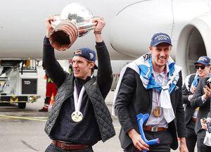 Чемпионы мира финны сломали полученный запобеду трофей вовремя празднования