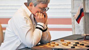 В Кремле проигрыш чемпионки мира по шашкам Тансыккужиной связали со снятием флага России во время матча