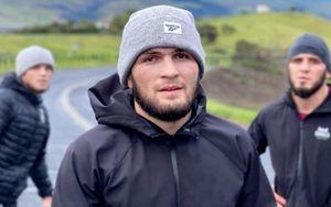 Хабиб анонсировал бои Махачева, а также своих братьев Абубакара и Умара на UFC 254, где он подерется с Гэтжи
