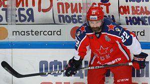 40-летней легенде омского хоккея еще рано уходить на пенсию. Попов продлил контракт с ЦСКА