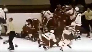 Грандиозная драка СССР — Канада. Фетисов и партнеры первыми бились с «Кленовыми листьями» команда на команду: видео