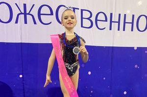 8-летняя дочь Дмитрия Комбарова заняла второе место на турнире по художественной гимнастике: фото